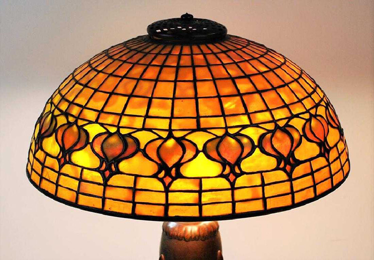 Hunt for October Auction featuring Tiffany, Steuben, Lalique & more